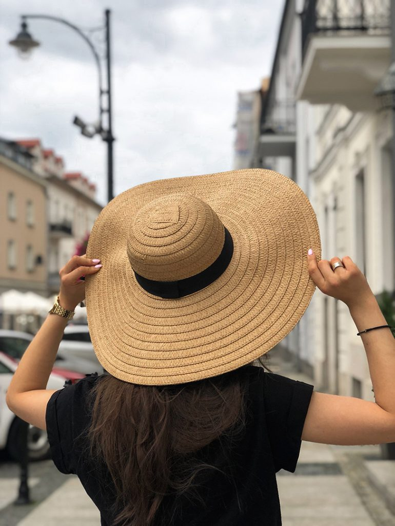 duży kapelusz