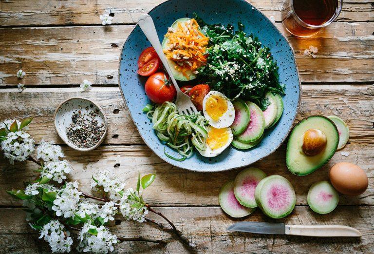 Dieta ketogeniczna, DASH, Dąbrowskiej, a może jakaś inna – jaką dietę wybrać i która z nich zadziała?
