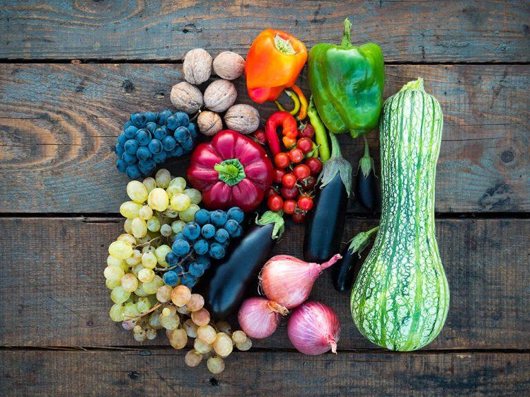 Dieta bogata w warzywa i owoce sezonowe – dlaczego warto?
