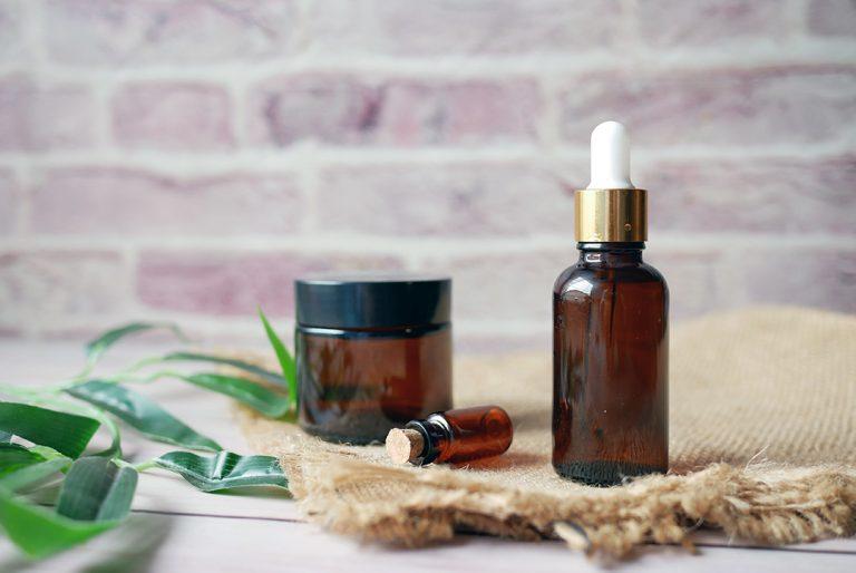 Jak zrobić eko kosmetyki DIY – balsam do ust, serum i mgiełka