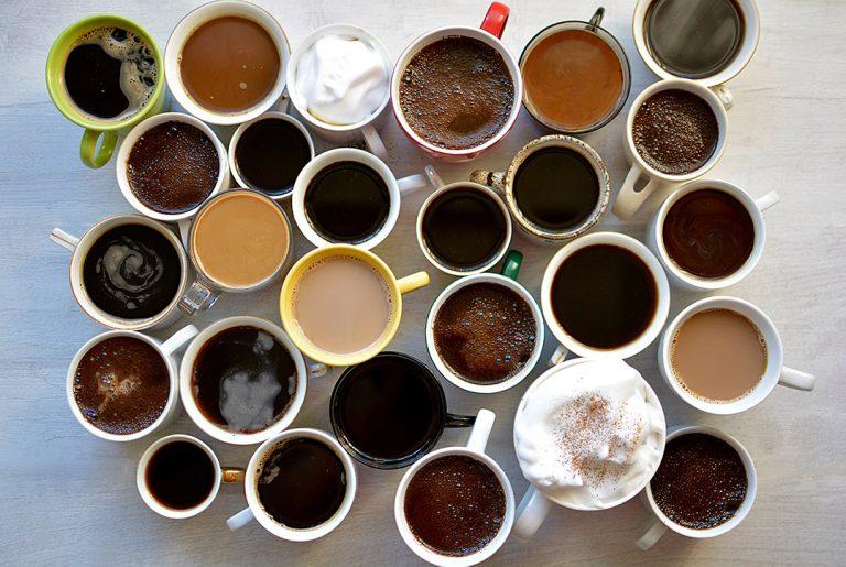 Jak podawać kawę i jakie dodatki do kawy warto mieć?