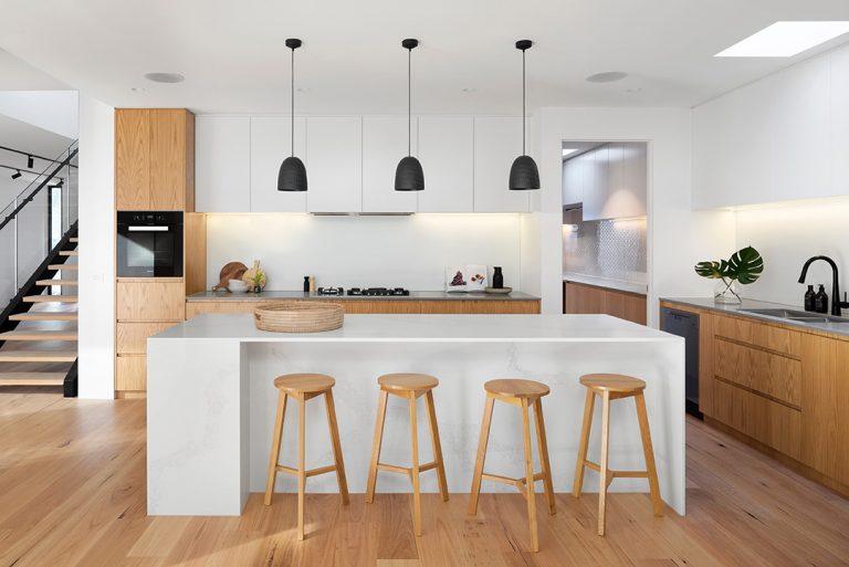 Jak sprzątać kuchnię szybko i skutecznie? Sprawdzone porady